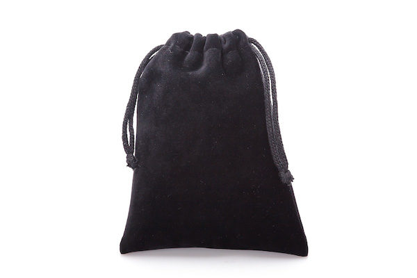 RECTANGULAR_BLACK_POUCH